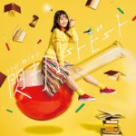 伊藤美来さんが歌うTVアニメ「上野さんは不器用」のOP主題歌「閃きハートビート」のジャケット写真が公開